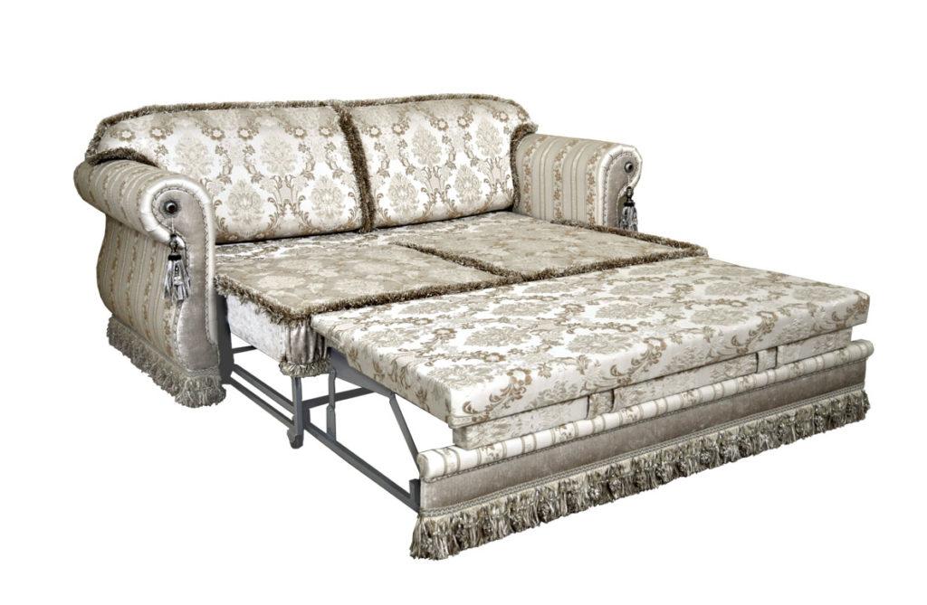 диван со стеклярусами в разложенном виде